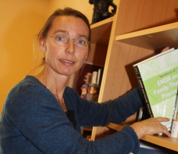 Psykologspesialist Hilde Opstvedt, Senter for familie og samliv. Intervjuet i Badeliv nr 3/2011.