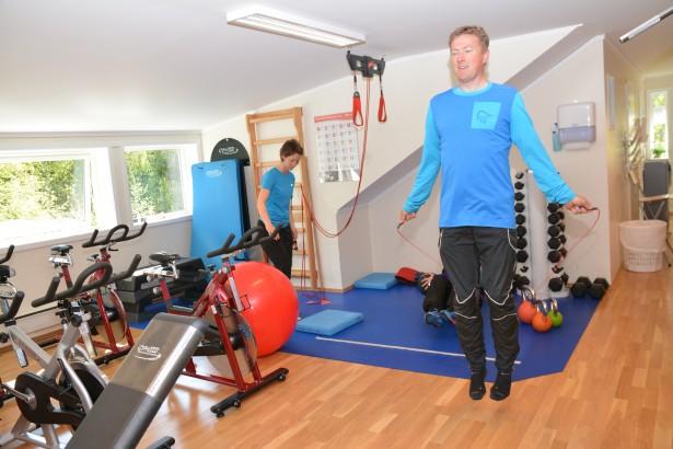 Helsesport, helsesportpedagog, treningsrom, trim, trening, Bjørnar Johannessen hopper tau