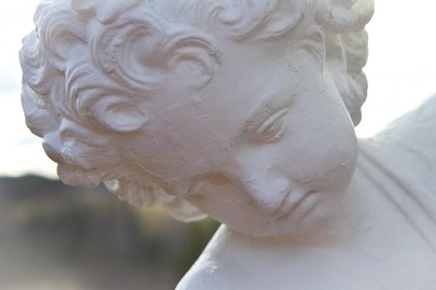 Statue - skulptur i parken - tatt av pasient Merete H. (Høidal) Ønsker bare Merete H. som fotobyline på bildet. Kan brukes vederlagsfritt, men ikke i store opplag som postkort etc.