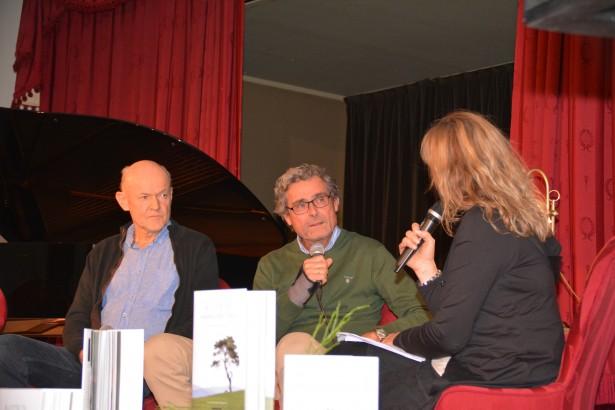 """Lansering av boken """"Å lytte til hakkespetter. Naturen som terapeut"""" i Festsalen 18. oktober 2016. Infoleder Unni Tobiassen Lie intervjuer Asle Hoffart og Egil Martinsen."""