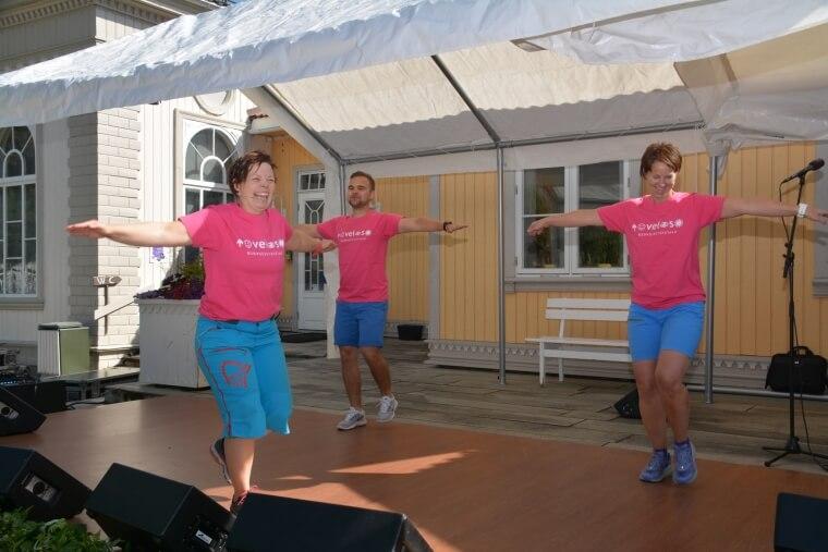 Helsesportavdelingen med Veslemøy Bråten (fra venstre), Morten Heia og Marita Storholt ledet an i oppvarmingen.